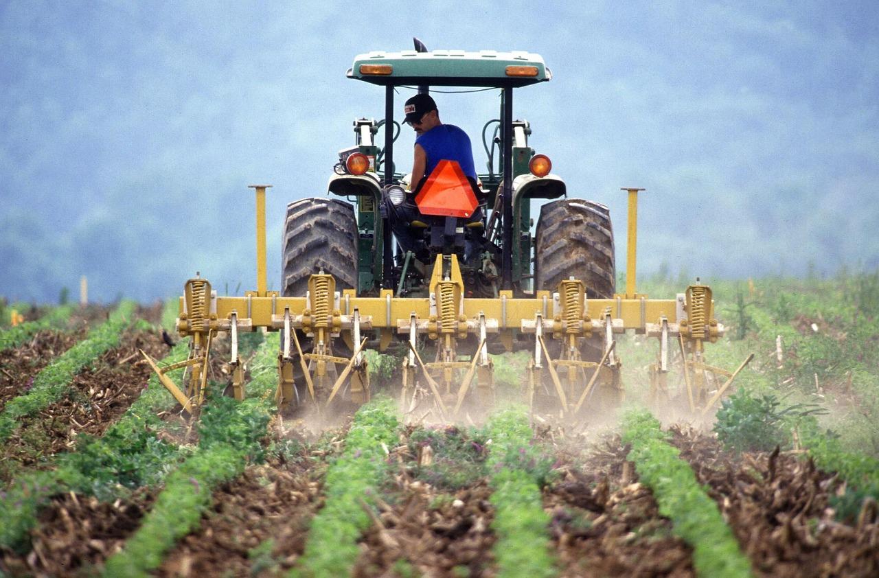 soil, tilling, farmer-386749.jpg
